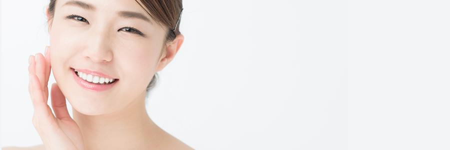 自宅ホワイトニング商品で歯を白くした女性